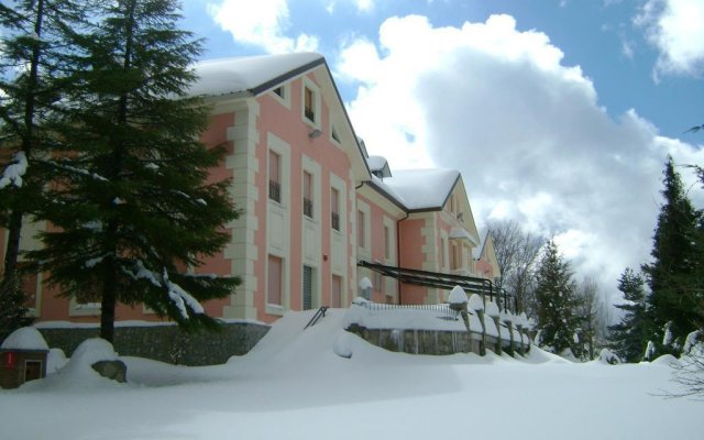 Отель Grande Albergo Gambarie Санто-Стефано-ин-Аспромонте вид на фасад