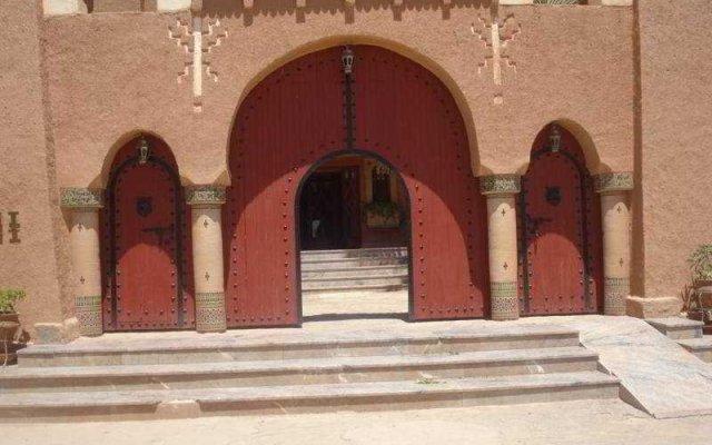 Отель Kasbah Lamrani Марокко, Уарзазат - отзывы, цены и фото номеров - забронировать отель Kasbah Lamrani онлайн вид на фасад