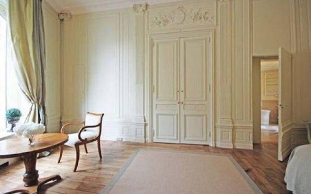Отель Jean De La Fontaine Париж комната для гостей