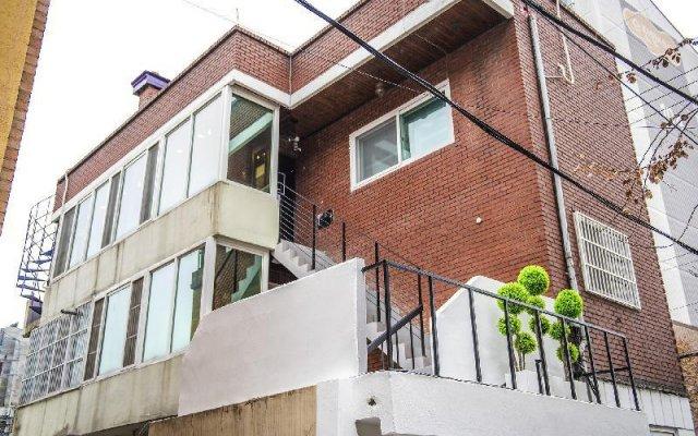 Flex Home Guesthouse - Hostel вид на фасад