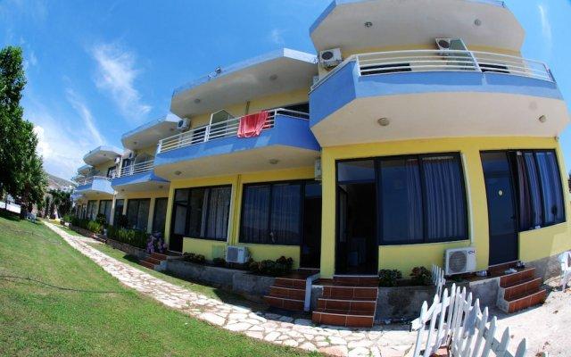 Отель ALER Holiday Inn Албания, Саранда - отзывы, цены и фото номеров - забронировать отель ALER Holiday Inn онлайн вид на фасад