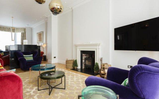 Отель Veeve Kingly Kensington 5 Bed House On Argyll Road Лондон комната для гостей