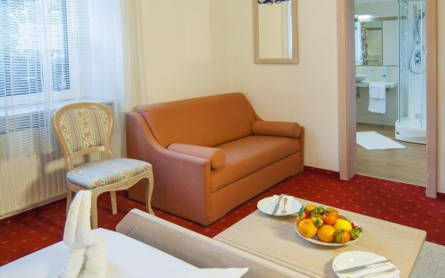 Отель Albergo al Cervo - Gasthof zum Hirschen Лагундо комната для гостей
