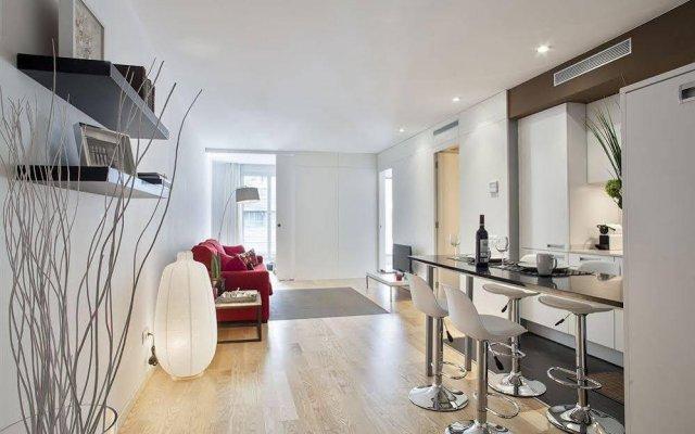 Апартаменты Mistral City Pool Apartments комната для гостей