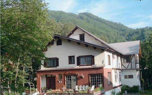 Отель Bed and Breakfast Lodge Hakuba Zion Хакуба вид на фасад