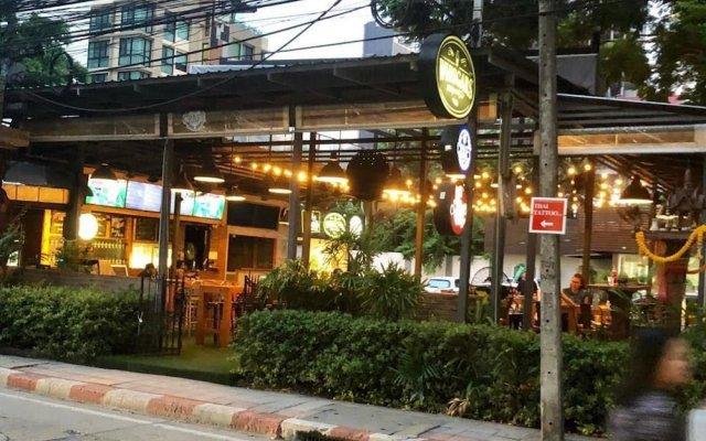 Отель Miku Guesthouse Бангкок вид на фасад