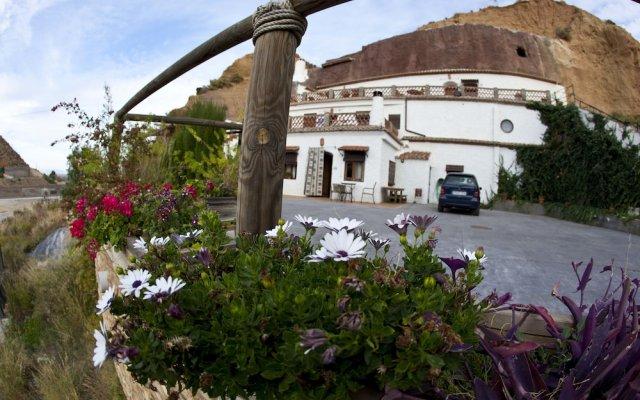 Отель Cuevas Blancas вид на фасад