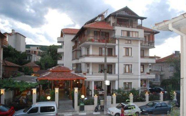 Отель Guest House Lazur Болгария, Аврен - отзывы, цены и фото номеров - забронировать отель Guest House Lazur онлайн вид на фасад