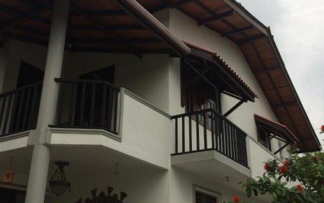Отель Village Hide вид на фасад