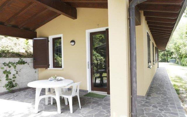 Отель Camping Zocco Centro Vacanze Манерба-дель-Гарда вид на фасад