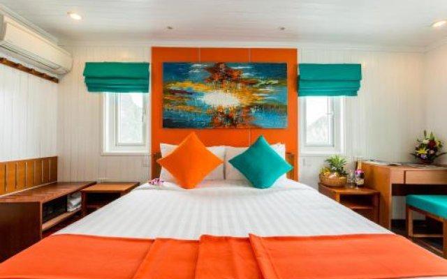 Отель L'Azalee Cruise Halong комната для гостей
