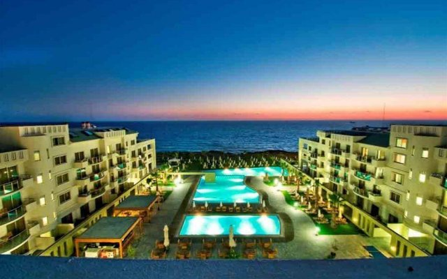Отель Capital Coast Resort & Spa вид на фасад