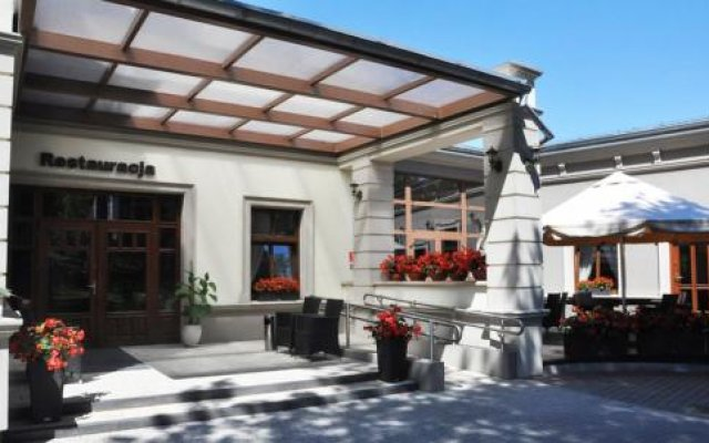 Willa Impresja Hotel i Restauracja вид на фасад