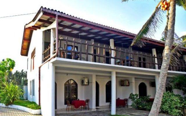Deutsch Lanka Hotel & Restaurant вид на фасад