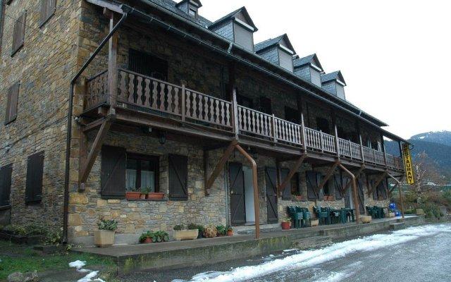 Hotel Castieru вид на фасад