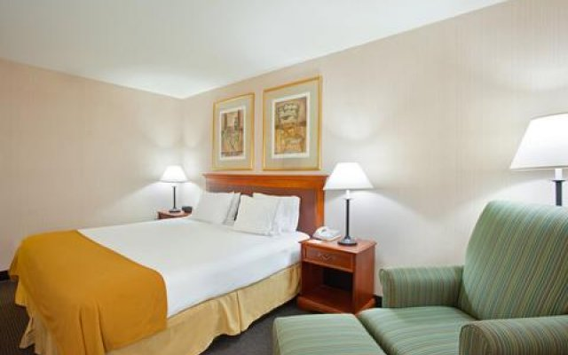 Holiday Inn Express Hotel & Suites Chicago-Midway Airport 2