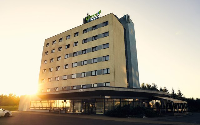 Отель Green Park Hotel Vilnius Литва, Вильнюс - 12 отзывов об отеле, цены и фото номеров - забронировать отель Green Park Hotel Vilnius онлайн вид на фасад