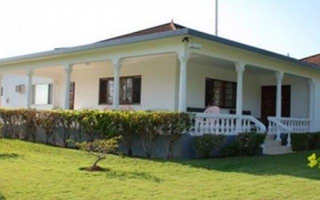 Отель Cindy Villa вид на фасад