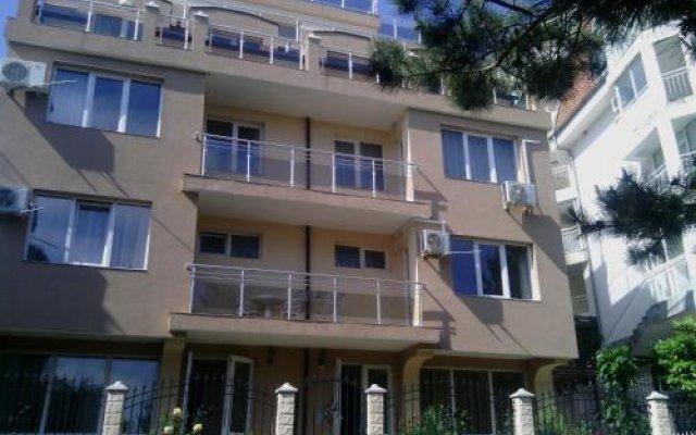 Отель Guest House Real Болгария, Свети Влас - отзывы, цены и фото номеров - забронировать отель Guest House Real онлайн вид на фасад
