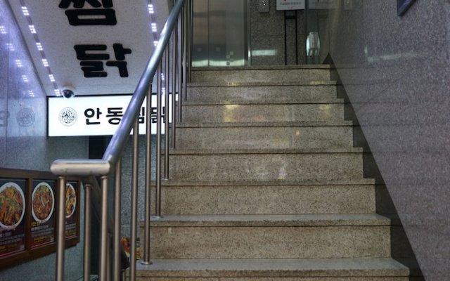 Отель Artravel Myeongdong вид на фасад