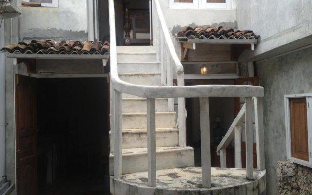 Отель Rifkys Galle Fort Residence вид на фасад