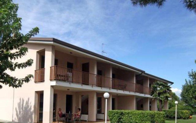 Отель Camping Garden Tourist Манерба-дель-Гарда вид на фасад