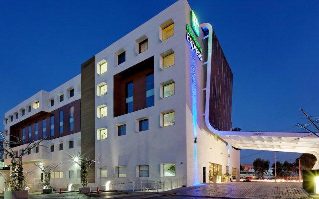 Отель Holiday Inn Express Guadalajara Autonoma вид на фасад