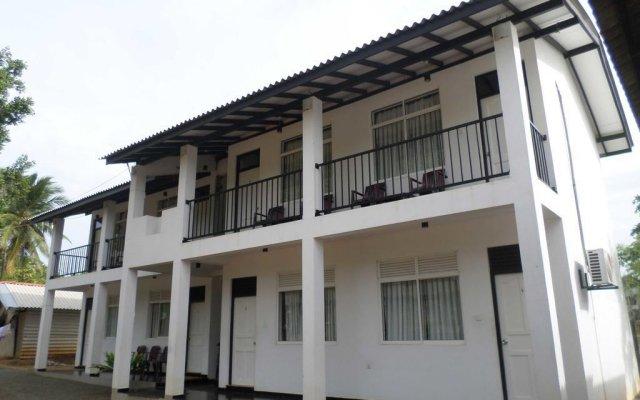 Отель Vista Rooms Romana Rest Шри-Ланка, Катарагама - отзывы, цены и фото номеров - забронировать отель Vista Rooms Romana Rest онлайн вид на фасад