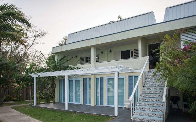 Отель Seawind On the Bay Apartments Ямайка, Монтего-Бей - отзывы, цены и фото номеров - забронировать отель Seawind On the Bay Apartments онлайн вид на фасад