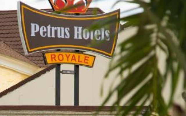 Отель Petrus Hotels Royale вид на фасад