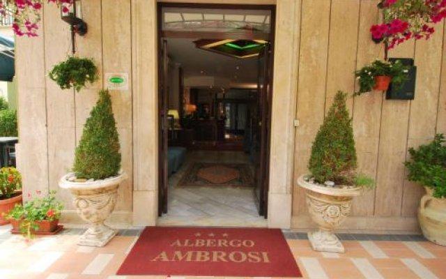 Hotel Ambrosi Фьюджи вид на фасад