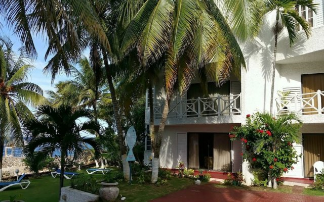 Отель Ocho Rios Beach Resort at ChrisAnn вид на фасад
