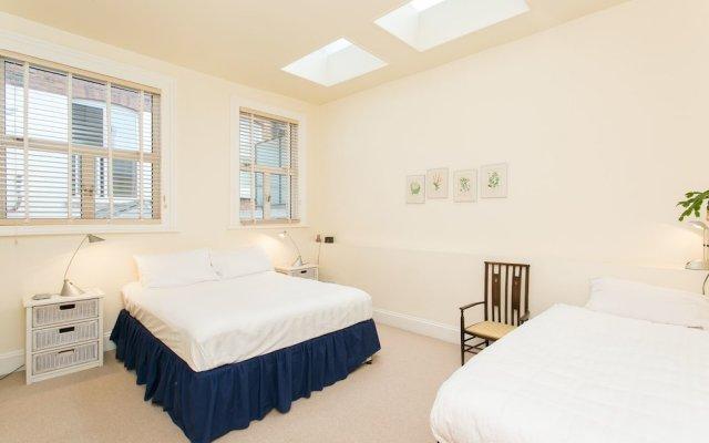 Отель Veeve - Rosey Rosslyn Flat комната для гостей