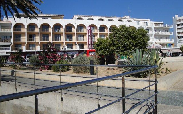 Апартаменты The White Apartments - Только для взрослых вид на фасад