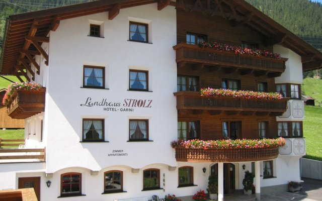Отель Landhaus Strolz вид на фасад