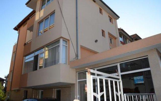 Отель Veda Guest House Болгария, Поморие - отзывы, цены и фото номеров - забронировать отель Veda Guest House онлайн вид на фасад