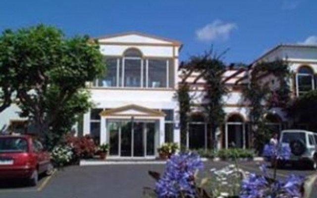 Отель Estalagem Senhora Da Rosa Понта-Делгада вид на фасад