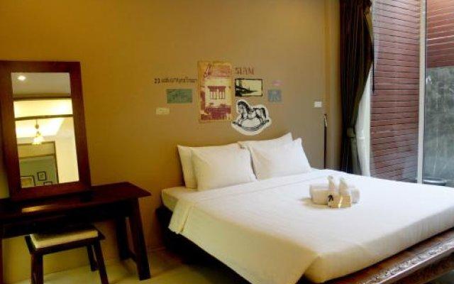 Отель Feung Nakorn Balcony Rooms and Cafe Бангкок комната для гостей
