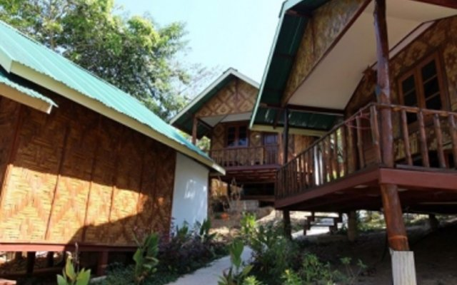 Отель Phi Phi Dusit Bungalow вид на фасад