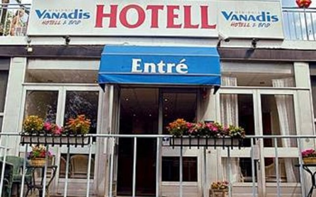 Отель Vanadis Hotell & Bad вид на фасад