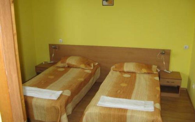 Апартаменты Fears Baket Apartment in Shumen Complex Солнечный берег комната для гостей
