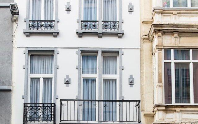 Отель Secret Suites Brussels Royal Брюссель вид на фасад