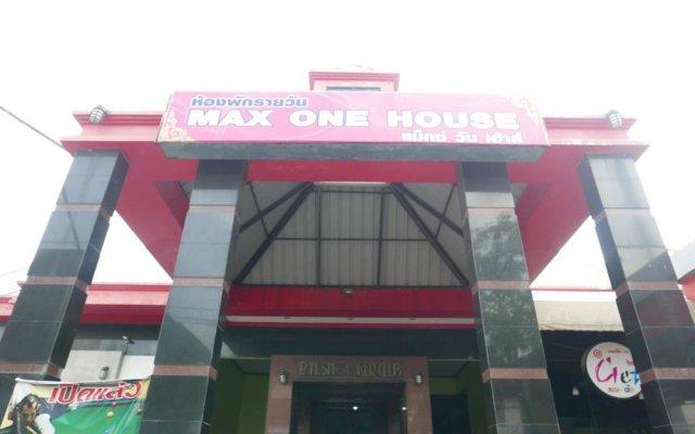 Отель Max-One House вид на фасад