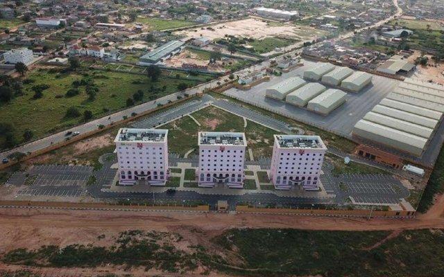iu Hotel Luanda Viana вид на фасад