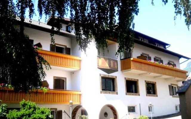 Отель Pension & Residence Josefsheim Freiberghof Лана вид на фасад