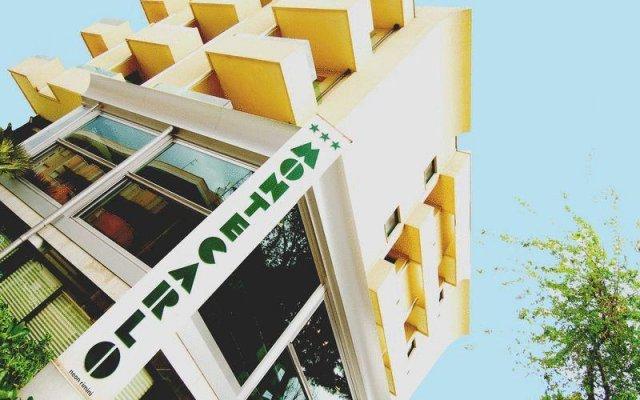 Hotel Montecarlo вид на фасад