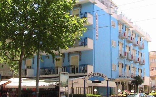 Hotel Universo Римини вид на фасад