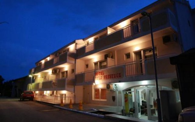 Hotel Vila Prestige вид на фасад