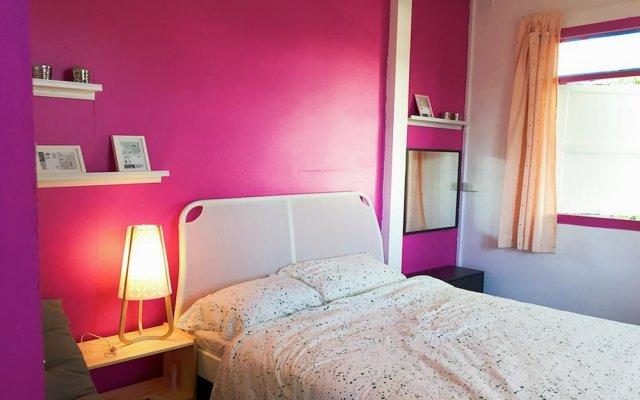 Отель hush hush canbiner комната для гостей