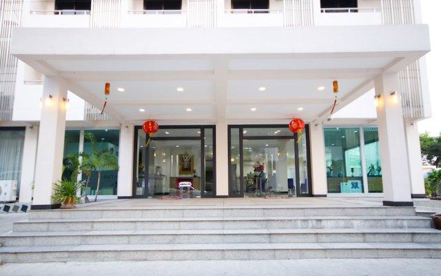 Отель White House Bizotel Бангкок вид на фасад